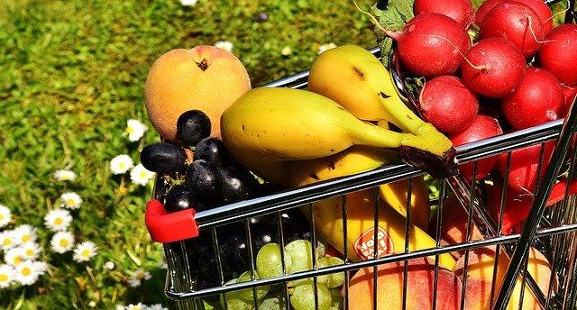 čerstvé ovoce ve vozíku