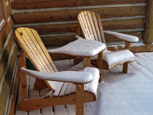 zahradní židle se sněhem