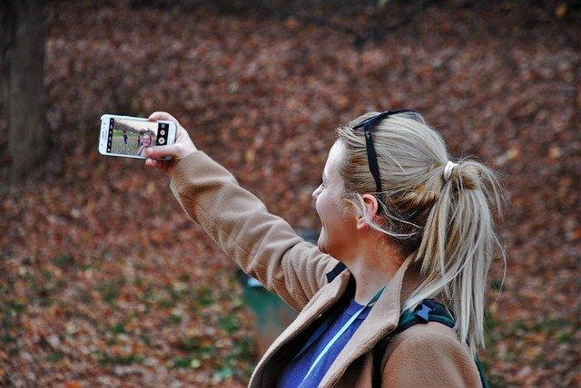 focení selfie v parku