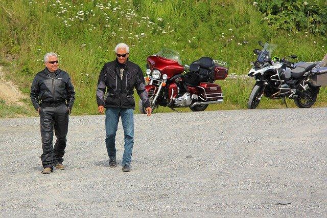 staří motorkáři
