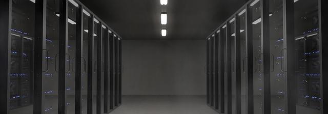 tma v chodbě